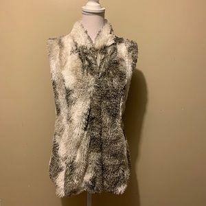 Cabi Aspen Faux Fur Vest Zip Up Small